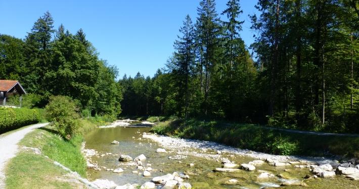 Erfrischen und Baden im Auerbach Oberaudorf