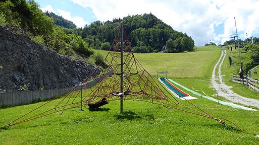 Hocheck Talstation Klettergerüst am Spielplatz